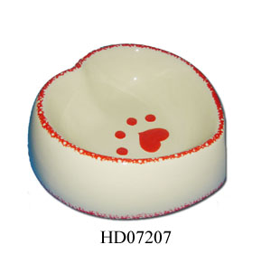 Ceramic heart shape dog feeder